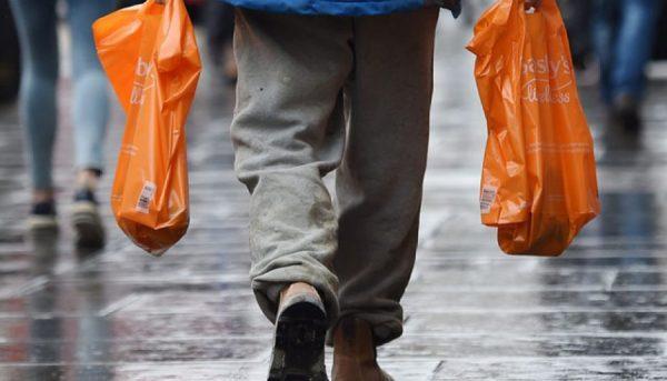 کیسههای پلاستیکی در انگلیس پولی شدند
