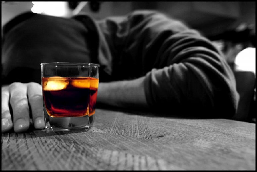 کاریکاتور / تلفات مصرف الکل ایرانی!