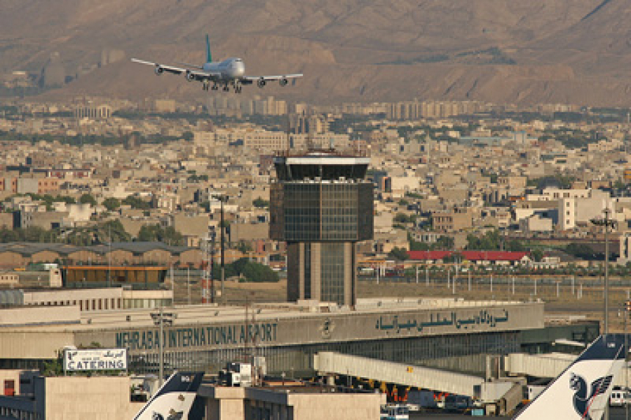 طوفان شیشه برج مراقبت فرودگاه مهرآباد را شکست