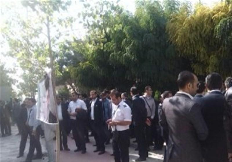 کارکنان هما مقابل ساختمان وزارت راه تجمع کردند +عکس