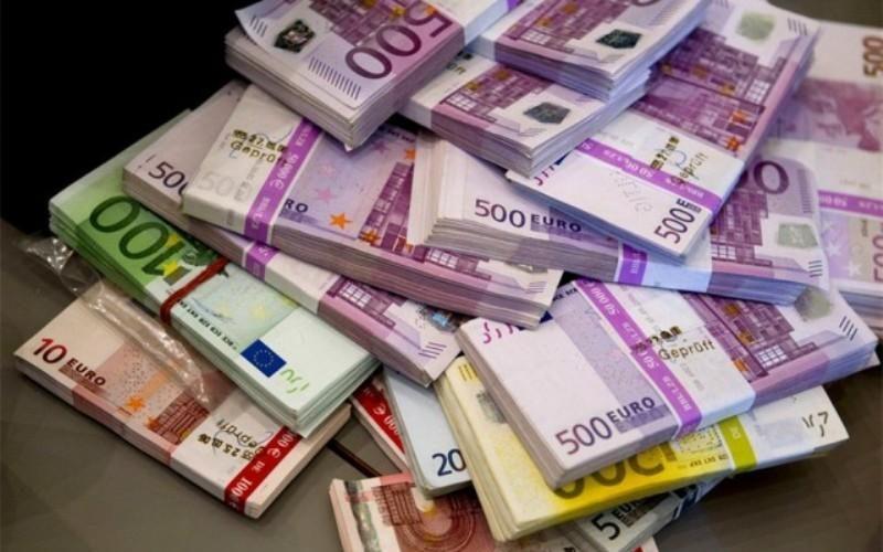 افت قیمت دلار و رشد یورو و پوند بانکی
