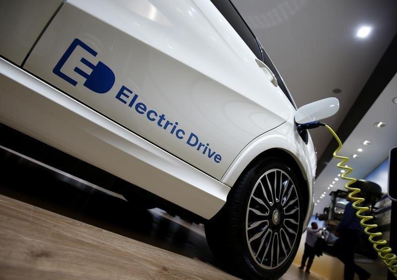 بازار قطعهساز آلمانی از گرایش به خودروهای برقی رو به کسادی است