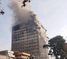 ساختمان پلاسکو در آتش سوخت/مصدومیت بیش از ۳۰ نفر