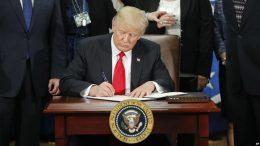 ورود اتباع ایران به آمریکا ۹۰ روز تعلیق شد