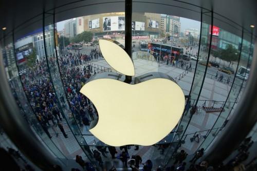 اپل در کشور رقیب فروشگاه می زند
