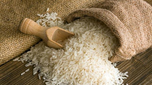 قاچاق گسترده برنج از دوبی / تعرفه واردات شناور شود