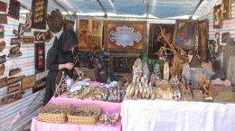زنان سرپرست خانوار در منطقه دو بازارچه موقت برپا کردند