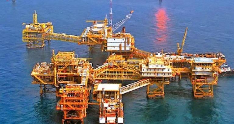 سرنوشت توسعه میادین نفتی در دست مردم است