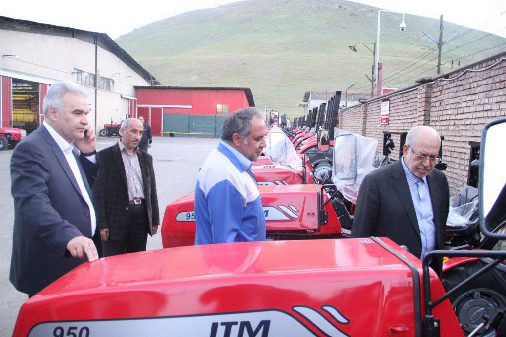 تاکید وزیر صنعت بر افزایش کیفیت محصولات تولیدی تراکتورسازی
