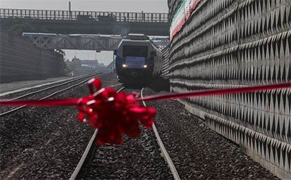 راهآهن همدان – تهران با حضور رئیسجمهور بهرهبرداری شد