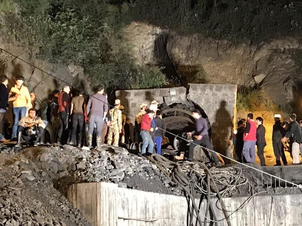 ادامه عملیات آواربرداری برای دسترسی به تنها پیکر معدنچی زمستان یورت