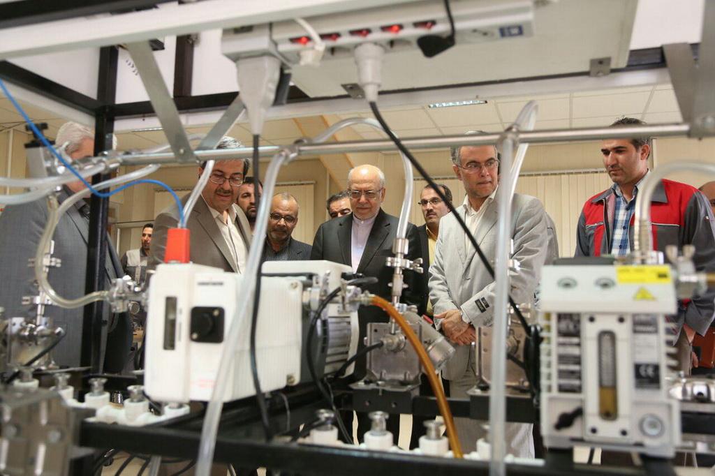 بازدید وزیر صنعت، معدن و تجارت از کارخانه تولید ابزاردقیق اراک