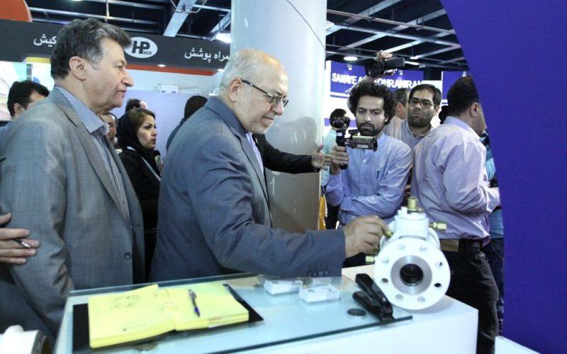 بازدید وزیر صنعت از نمایشگاه بینالمللی نفت، گاز و پتروشیمی