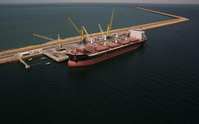 پهلوگیری نخستین کشتی هندی با ۳۰۰ کانتینر کالا در بندر چابهار