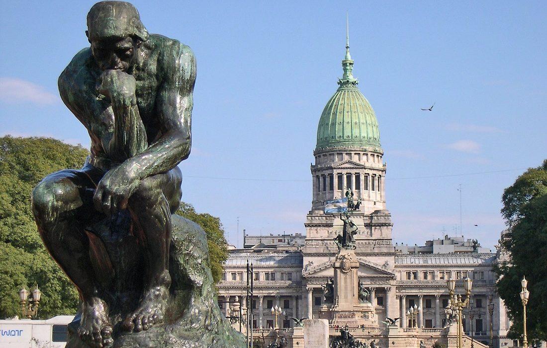 مجسمه متفکر اقتصاد رفتاری