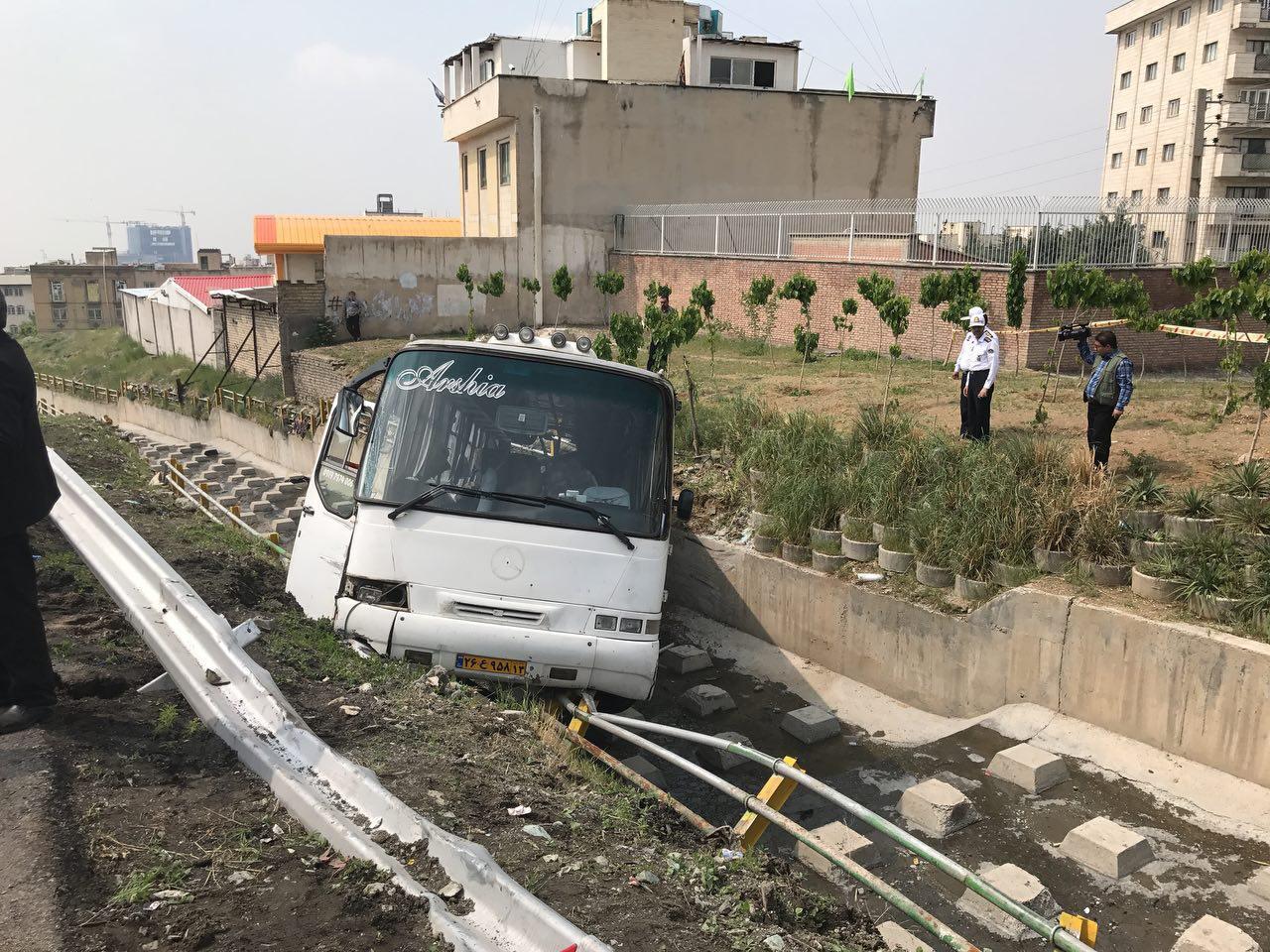 نقص فنی اتوبوس در پارک ژوراسیک حادثه آفرید