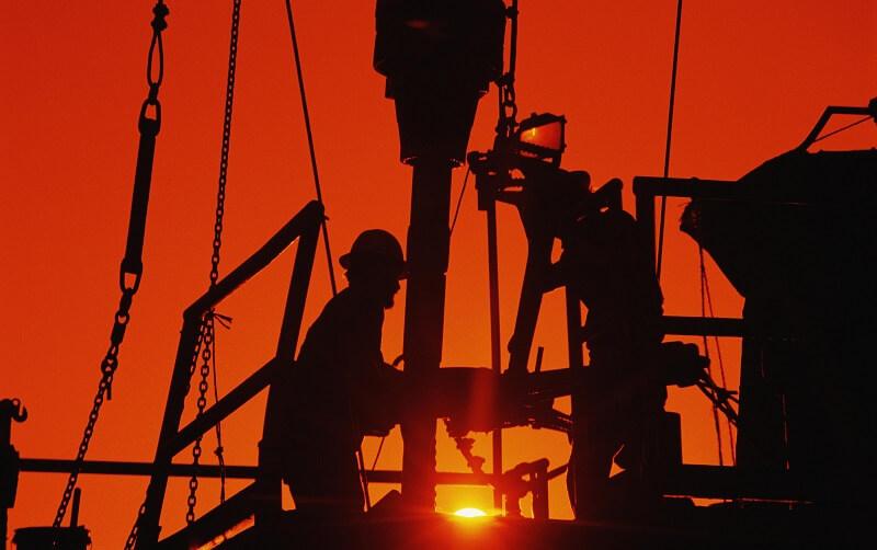 قیمت نفت تا 30 دلار کاهش مییابد