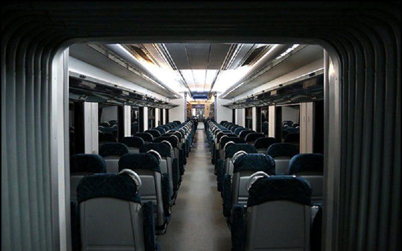قطار پرند خالی از مسافر