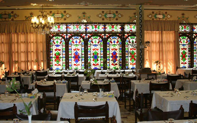 دریافت حق سرویس از مشتریان در رستورانها غیرقانونی است
