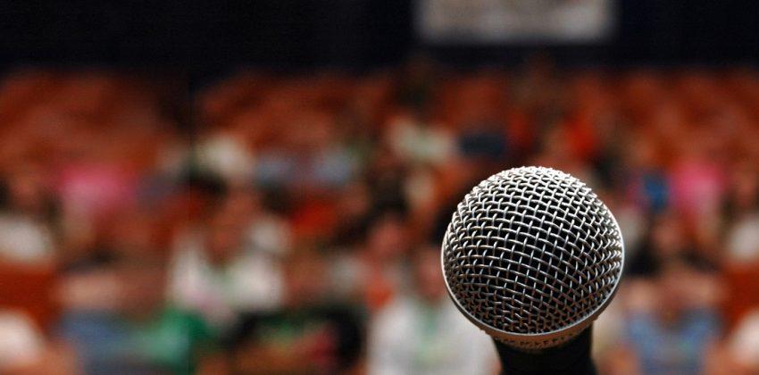 صحبت کردن سخنرانی جمعیت