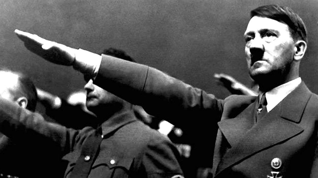 آدولف هیتلر سحنرانی