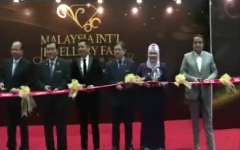 حضور رئیس اتحادیه طلا و جواهر ایران در نمایشگاه طلا و جواهر مالزی