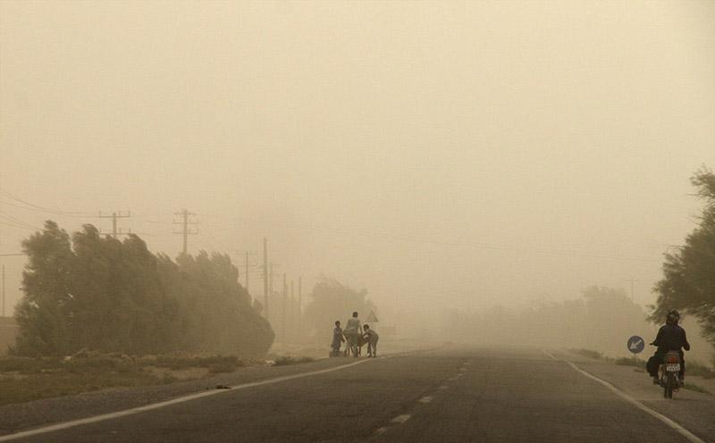 طوفان مسیر هواپیمای تهران – زابل را تغییر داد