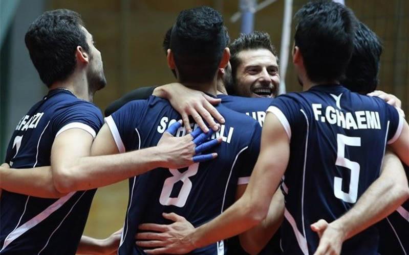 اهدای جامهای قهرمانی لیگ برتر والیبال پیش از بازی ایران