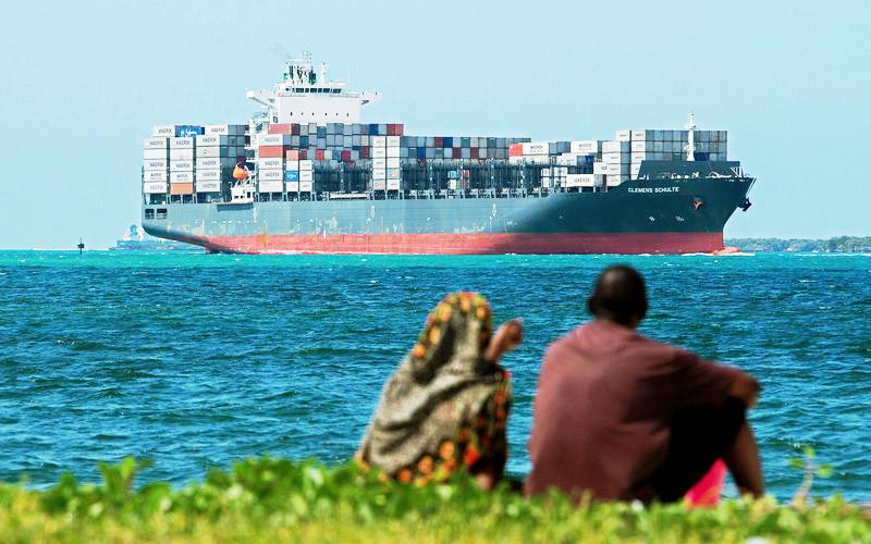تحریمها دامن کشتیها را نگرفته است/با پرچم ایران تردد داریم