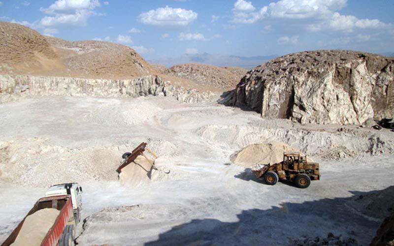 مجوز اکتشاف معدن جدید در اردکان صادر نشده است