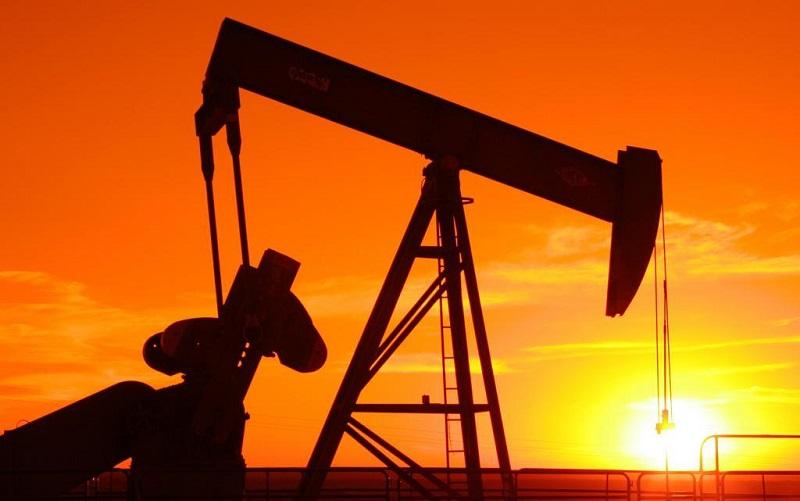 قیمت نفت در سطح ۵۰ دلار باقی میماند