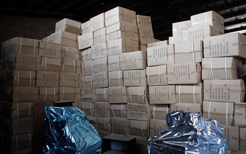 کشف 30 هزار بسته پوشک احتکار شده در سیرجان