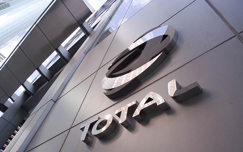 ایران و شرکت توتال قرارداد مطالعات اقتصادی در صنایع پتروشیمی امضا میکنند