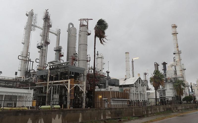 طوفان خوزه پالایشگاههای آمریکا را تهدید میکند