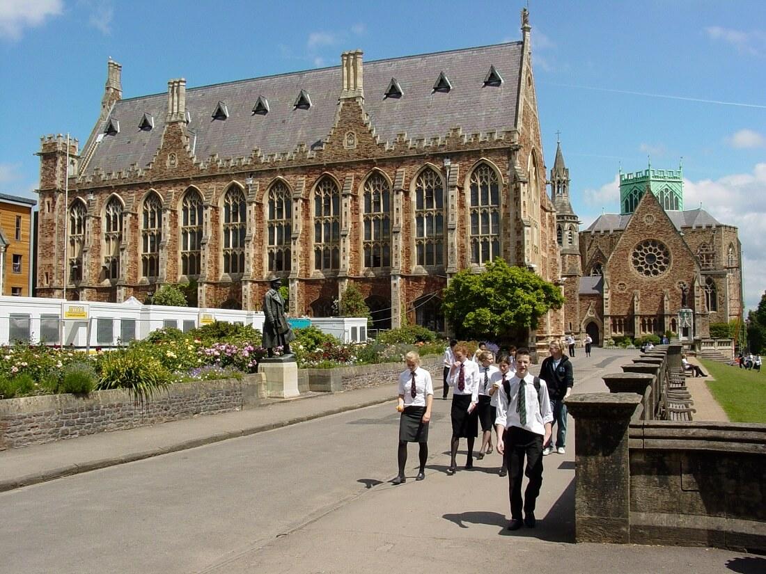 مدارس در انگلیس