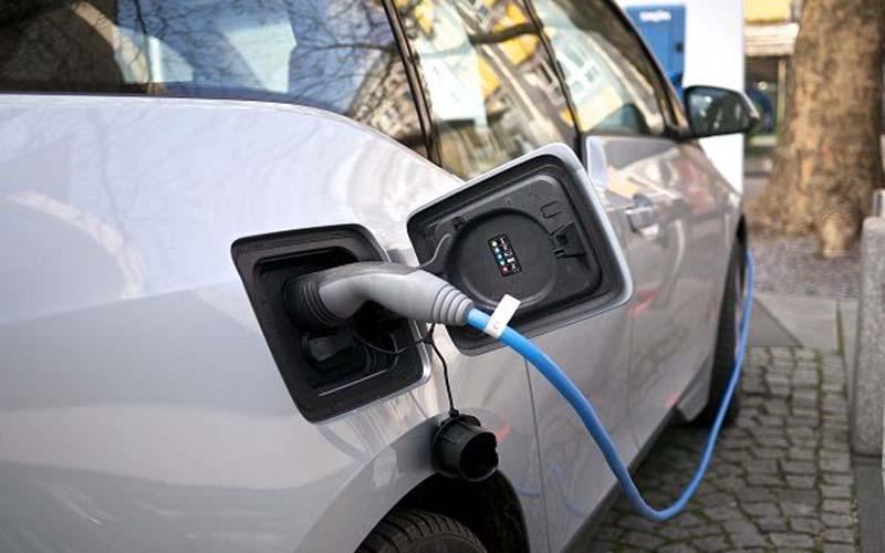 رقابت شرکتهای خودروسازی برای تولید خودروهای برقی
