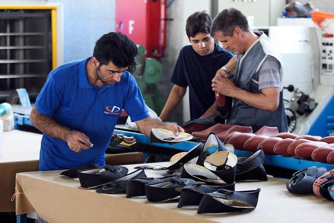 فروش کفش قاچاق در یزد با فروشنده غیرمجاز خارجی!