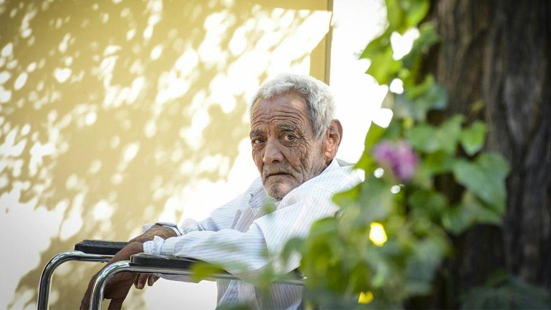 پیرمرد مسن بازنشستگی دانش تجربه