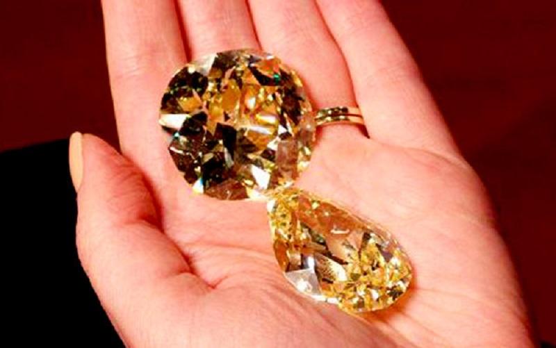 دو مورد از بزرگترین الماسهای زرد جهان به مزایده گذاشته شد