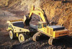اعزام ماشینهای معدنی برای آواربرداری زلزله