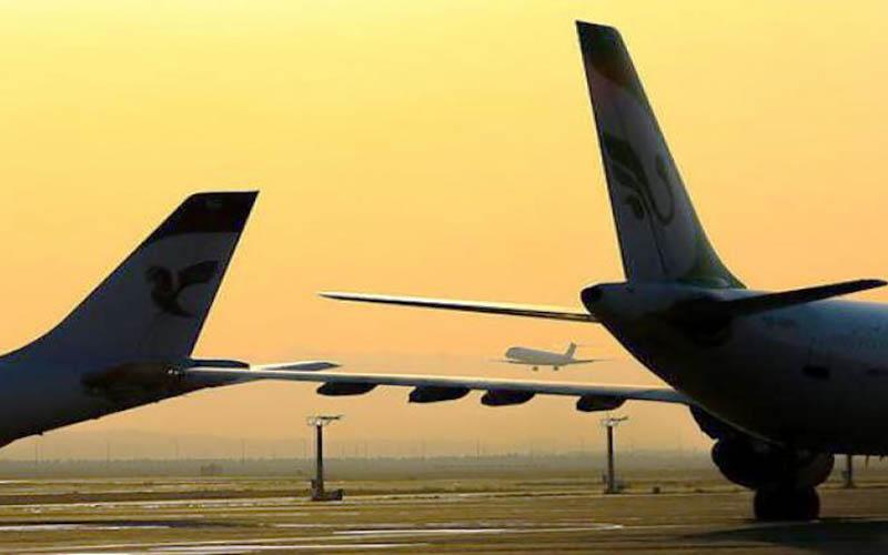 خواب شبانه مسافران در داخل هواپیما در فرودگاه مهرآباد