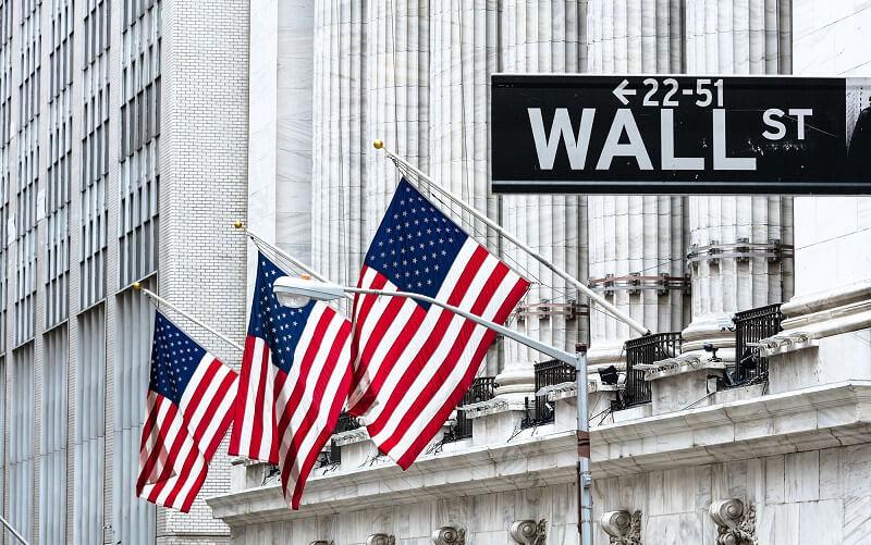 دلار آمریکا همسو با سهام والاستریت افت کرد