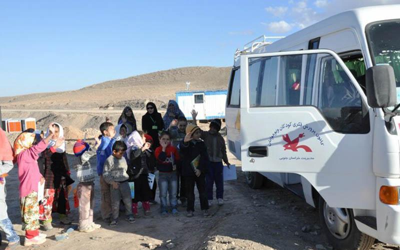 کتاب و اسباببازی هدیه مردم ایران به کودکان زلزلهزده استان کرمانشاه