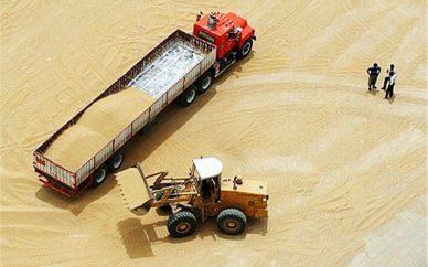 درون گندم خاک میریزند میگویند بخرید