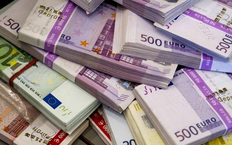 قیمت یورو یکماهه ۲ هزار تومان ارزان شد