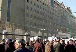 تجمع سپردهگذاران موسسات مالی و بازنشستگان مقابل مجلس
