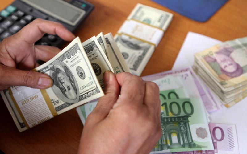 رشد چشمگیر وامهای دریافتی از خارج و سپردههای ارزی سیستم بانکی