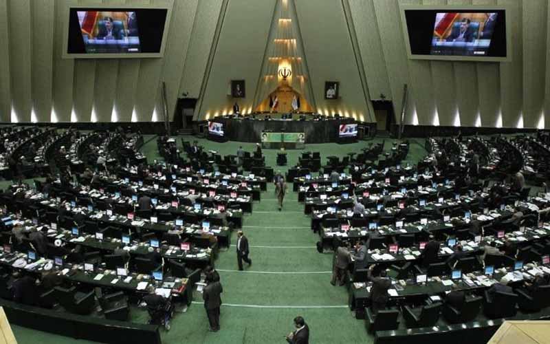 تصویب طرح کاهش میزان عوارض خروج از کشور مرزنشینان