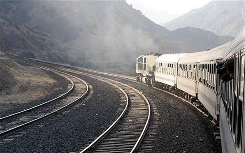 استانداران قطارهای حومهای رجا را برای مردم چارتر کنند