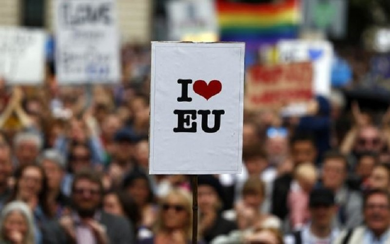 علاقه بیش از نیمی از انگلیسیها به ماندن در اتحادیه اروپا